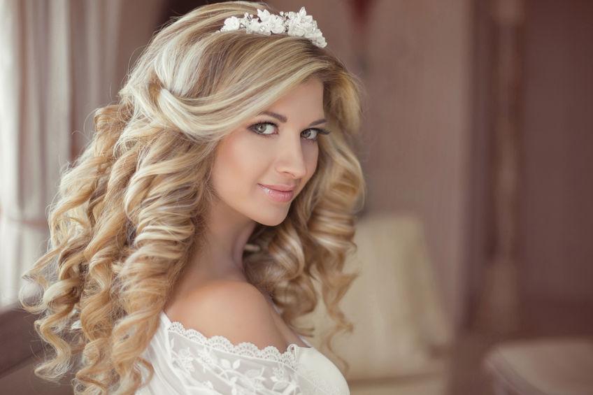 Braut hochsteckfrisur mit diadem